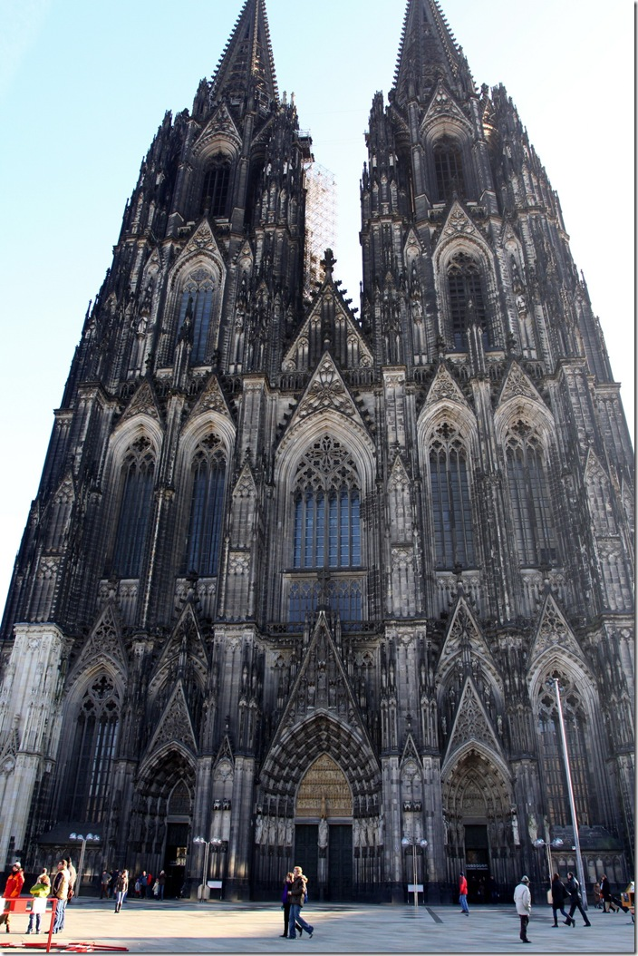 Front of the Dom in daylight